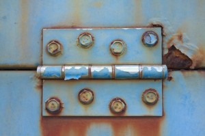 door-repairs-rusty-hinge